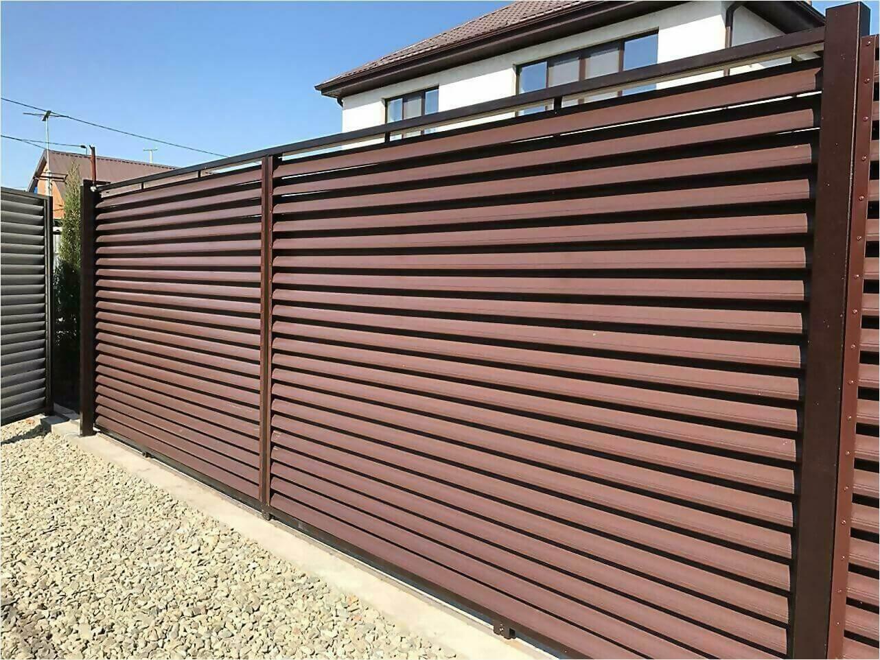забор-жалюзи RAL8017 фото1
