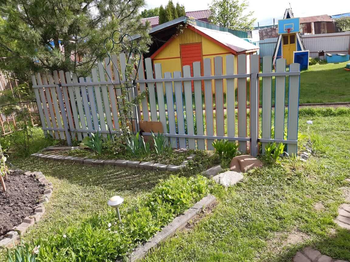 забор из разноцветного штакетника односторонний фото3