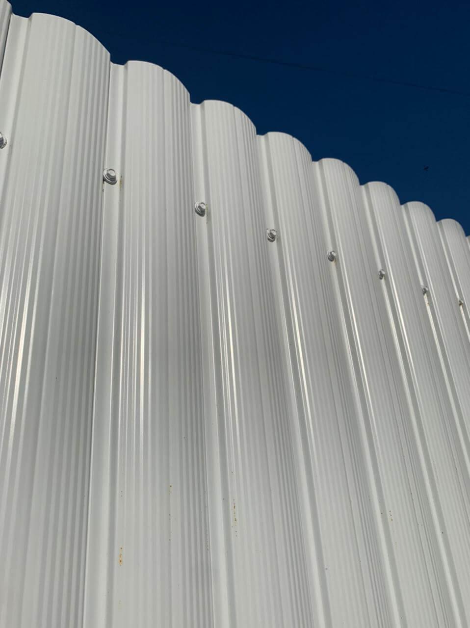 забор из штакетника белый фото3