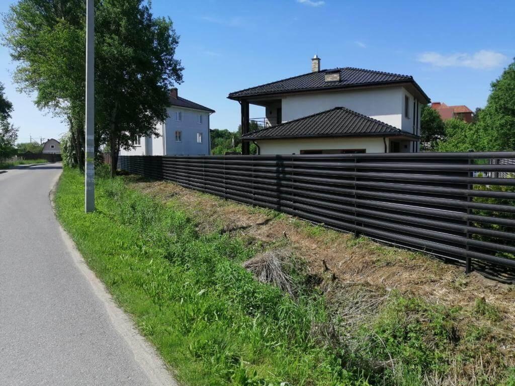 забор из штакетника Черный Стальной Бархат фото1