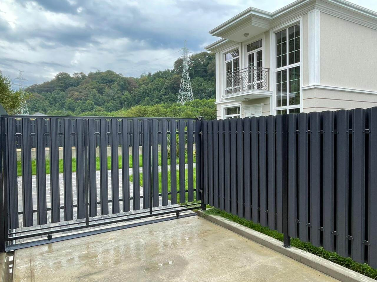 забор из штакетника серый графит двухсторонний фото1