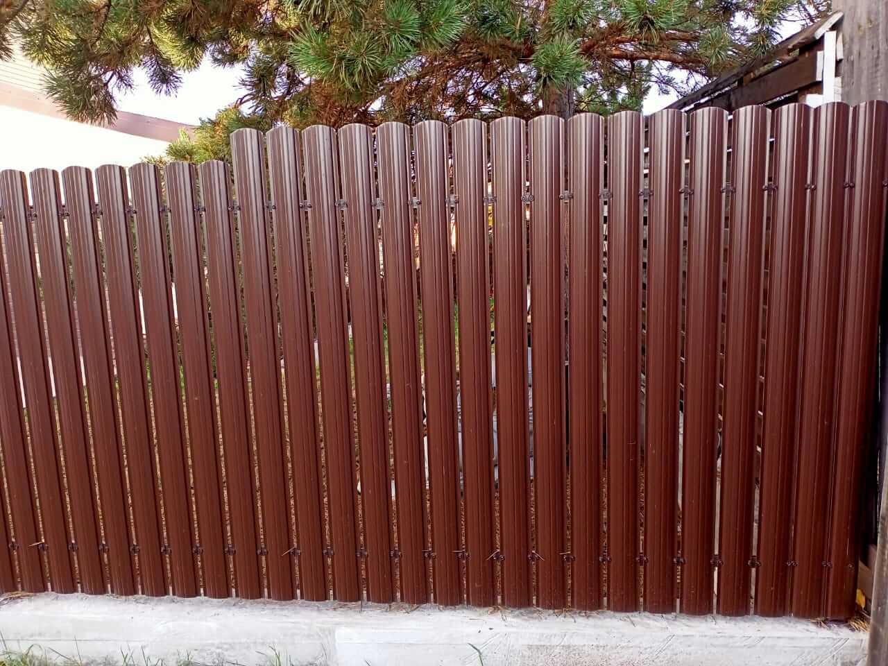 забор из штакетника шоколад фото3
