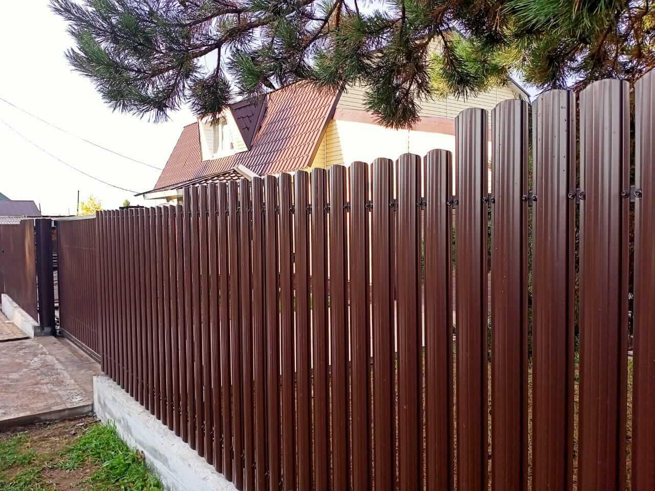 забор из штакетника шоколад фото1