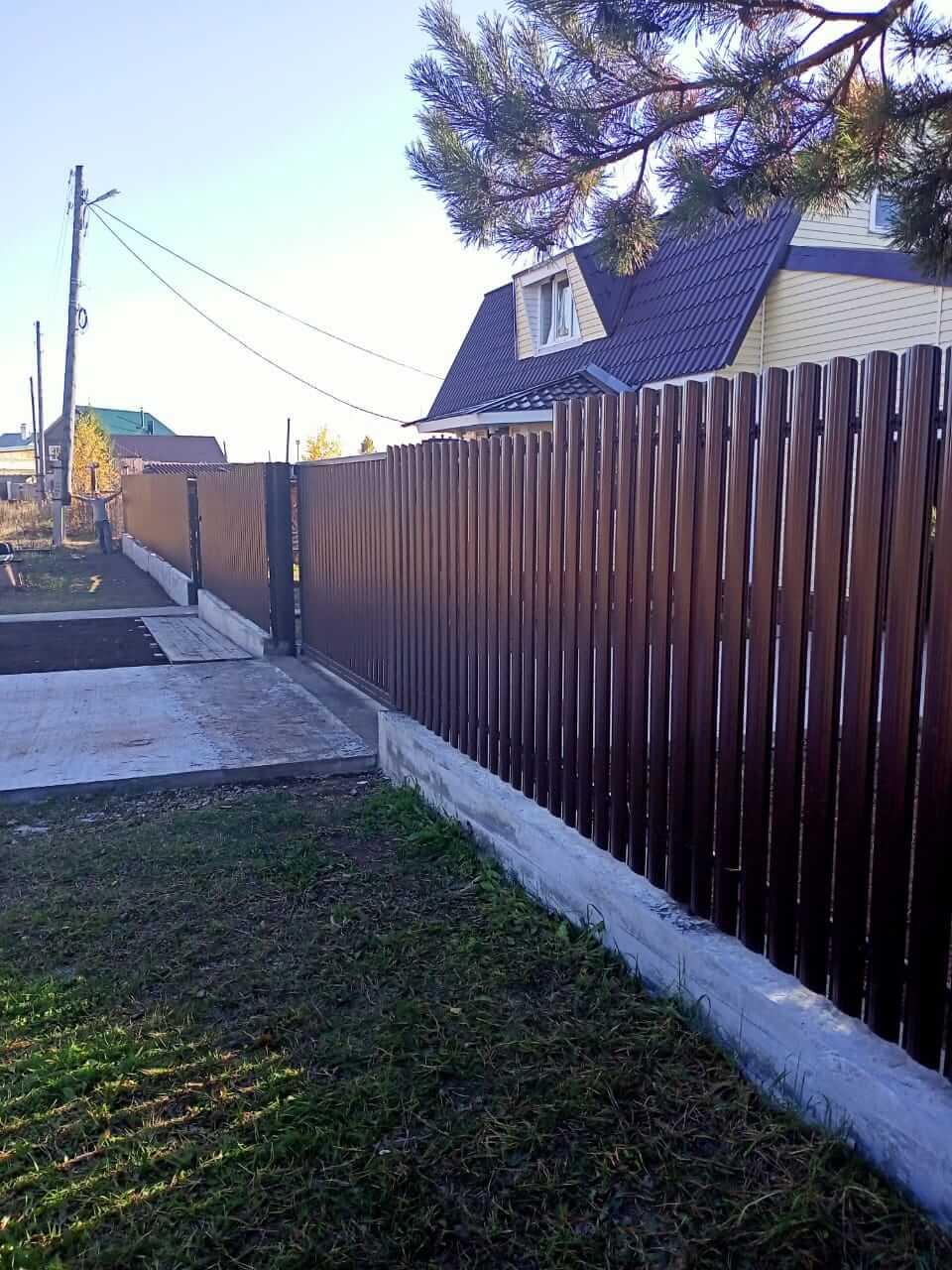 забор из штакетника шоколад фото7