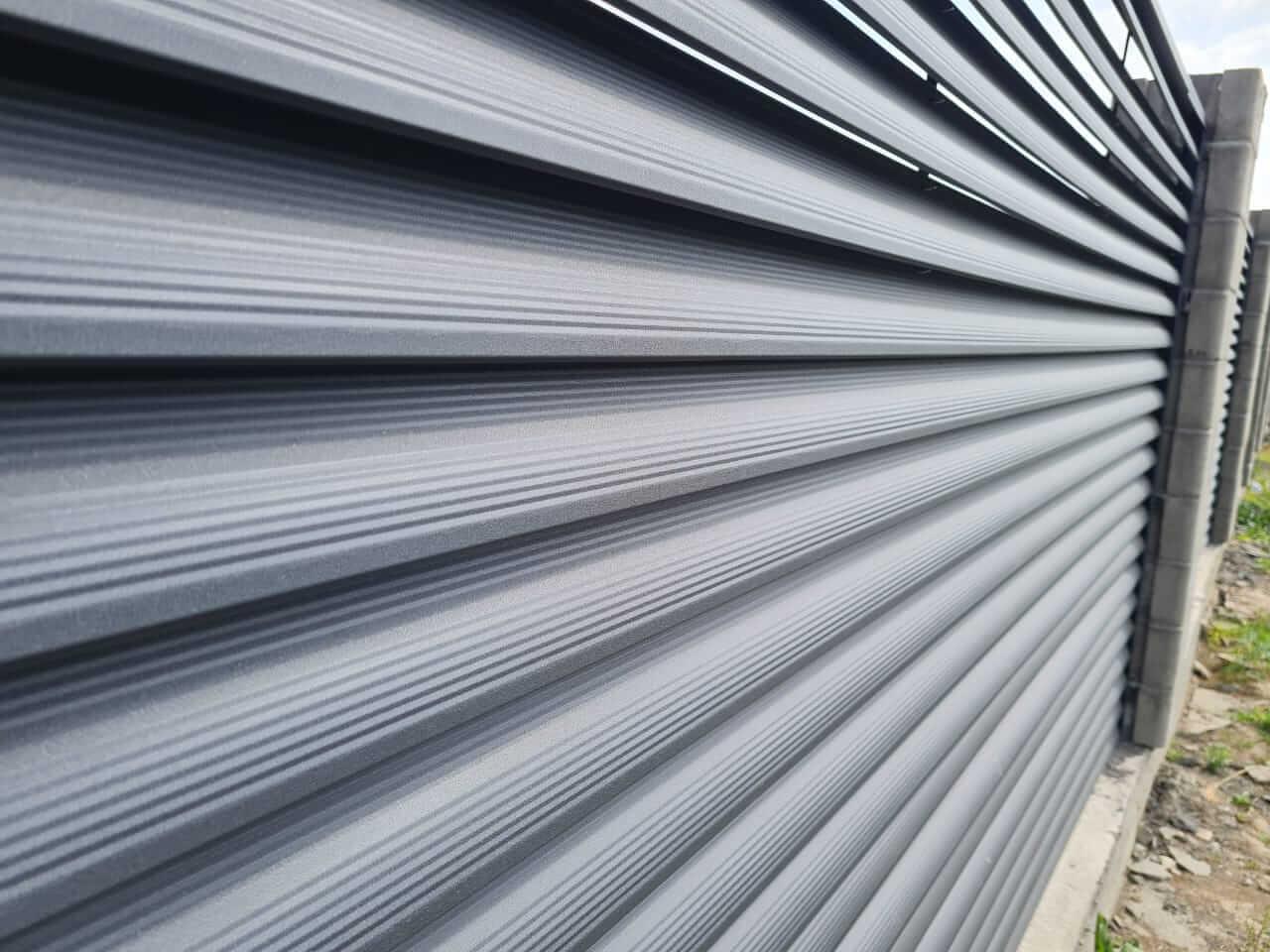 забор-жалюзи серый графит матовый фото9
