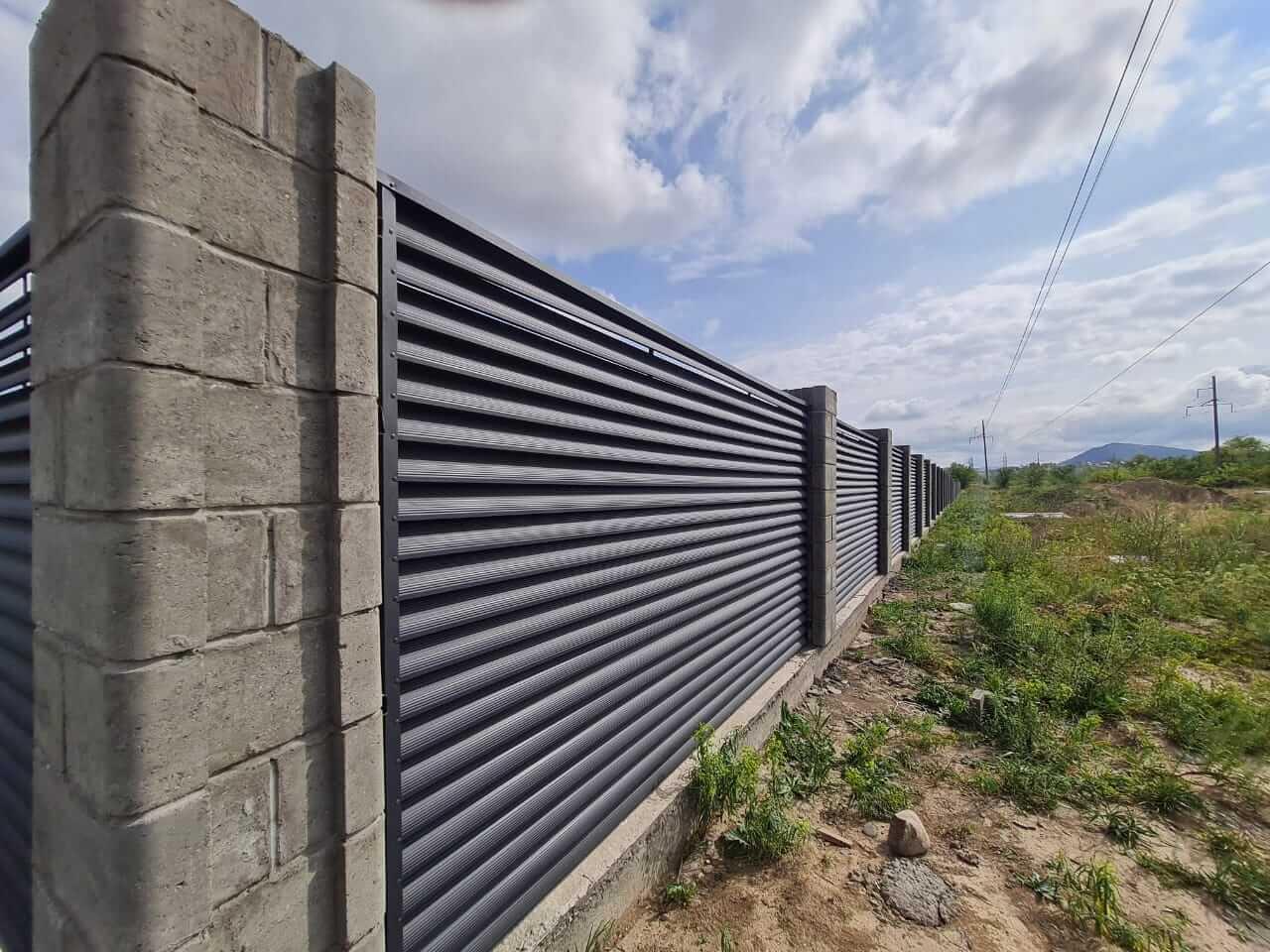 забор-жалюзи серый графит матовый фото8