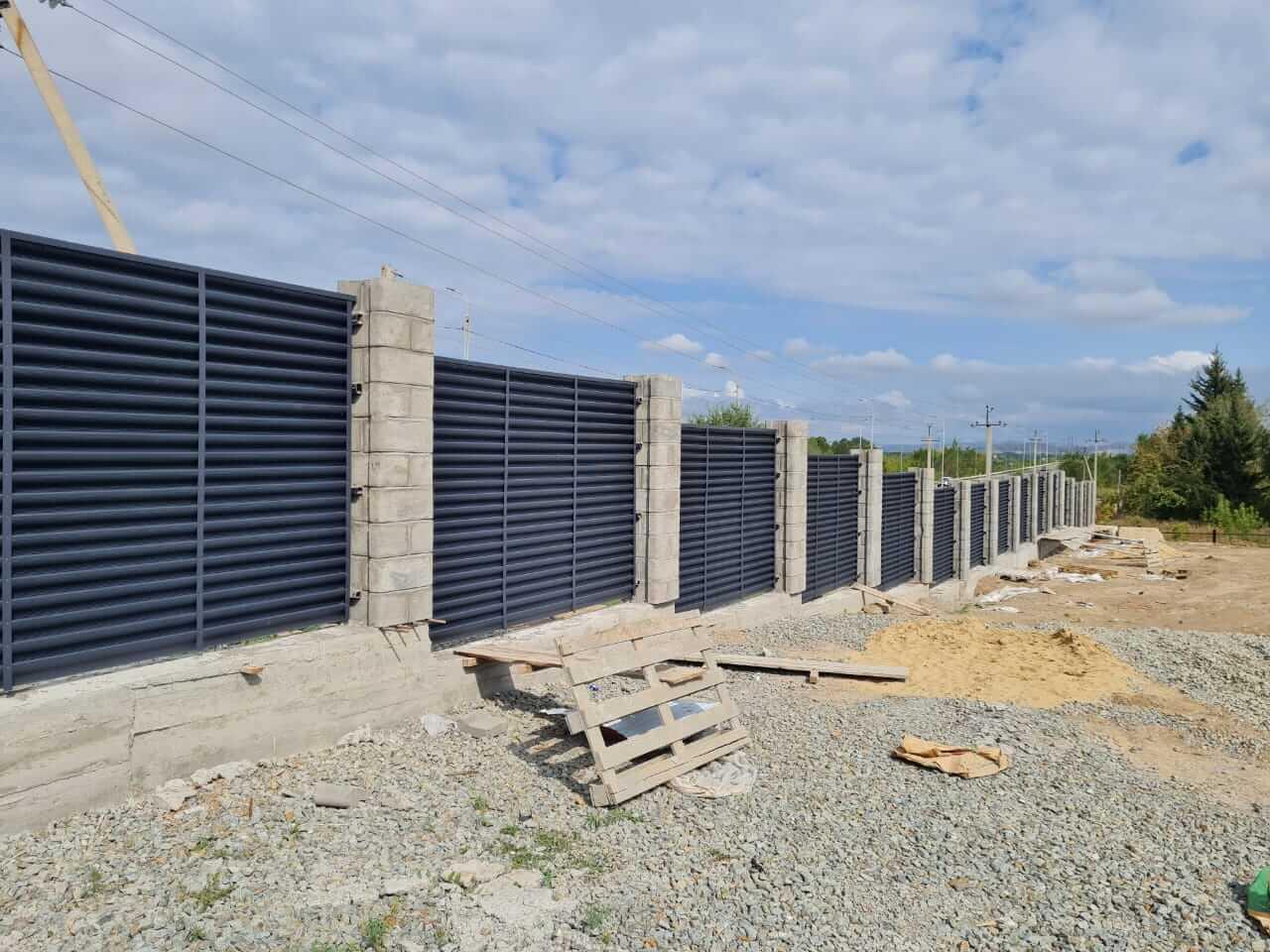 забор-жалюзи серый графит матовый фото6