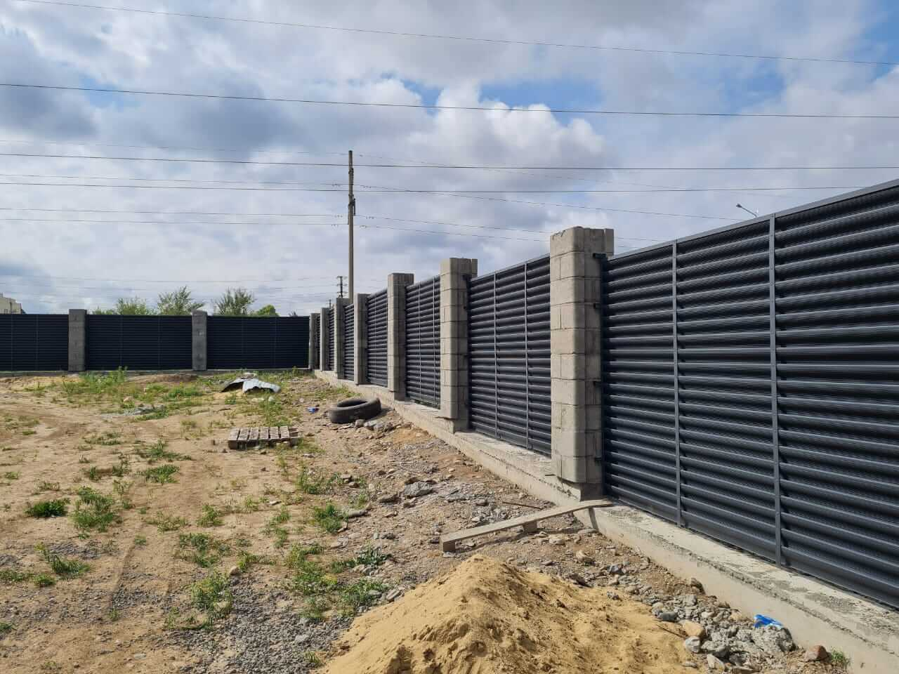 забор-жалюзи серый графит матовый фото3