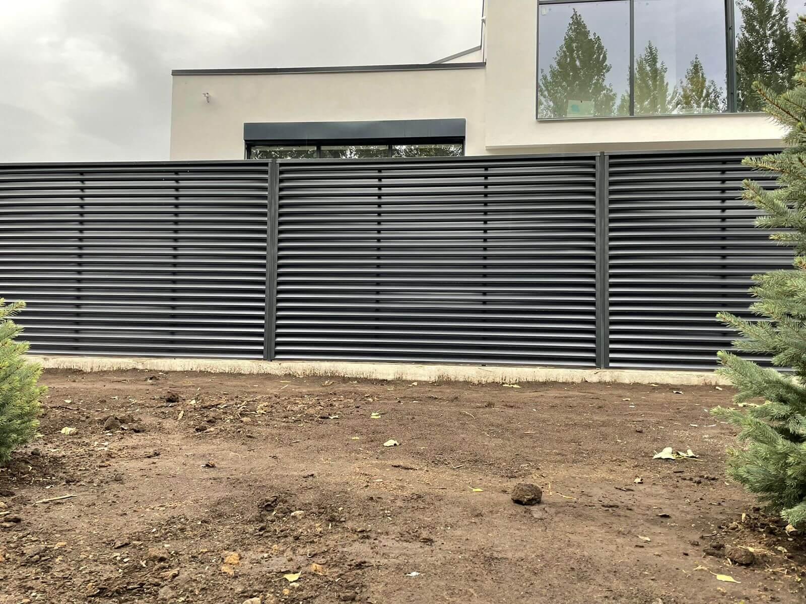 забор-жалюзи с ламелями ЭКО-Z Серый Графит двухсторонний фото5